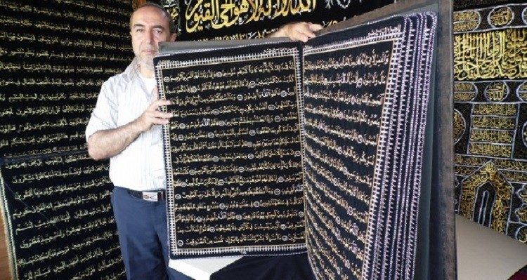 The Syrian Calligrapher Refused to Sell his artwork Quran he wrote with golden thread - Islam Hashtag